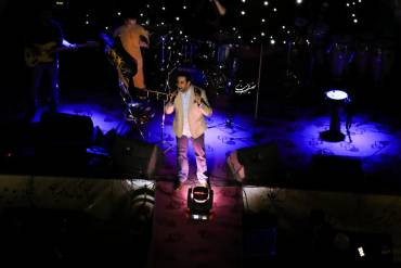 گزارش تصویری «موسیقی ایرانیان» از کنسرت «امید حاجیلی» در بندرعباس